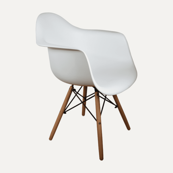 escritorio-to-home-1-silla-eames-reposabrazos